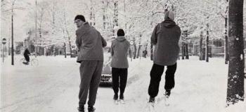loolaan-winter-1954-1955-bij-de-grote-kerk_1038