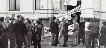 raadhuisplein-demonstratie-bij-gemeentehuis_1038