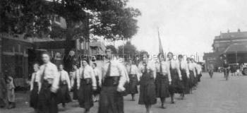 stationsplein-vrouwengilde-a-archief-h-a-hendr_1038