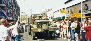 stationsstraat-bevrijdings-optocht3-1995-foto-_1038